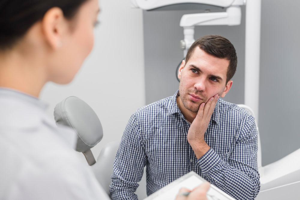 Best Dentist In Framingham | Patient experiencing pain.